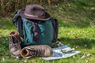 equipo de montaña trekking y senderismo