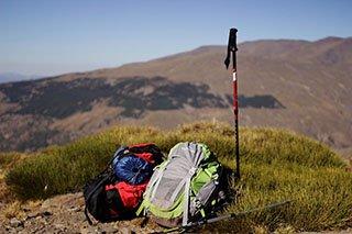 implementos deportivos para trekking y senderismo
